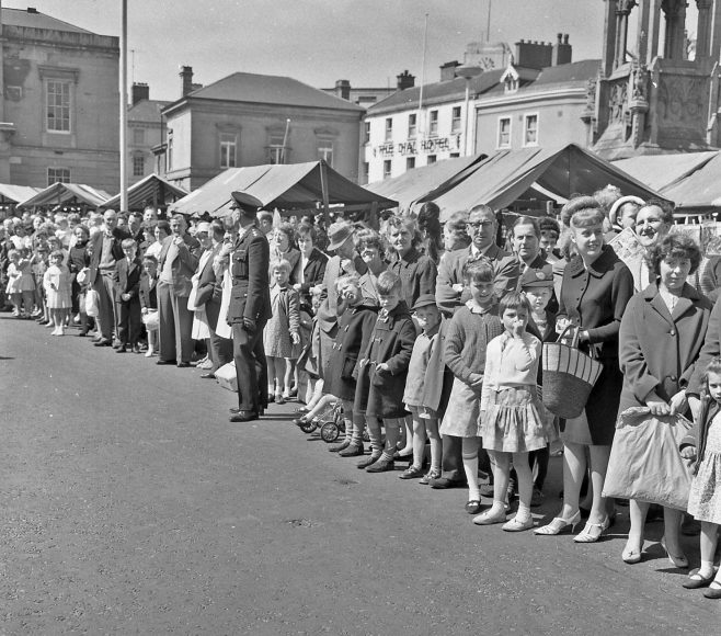 Crowd in the Market Place | CHAD 16660