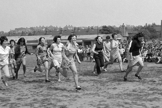 Mothers Race, Newgate Lane School Sports 1970 | Mansfield Chad