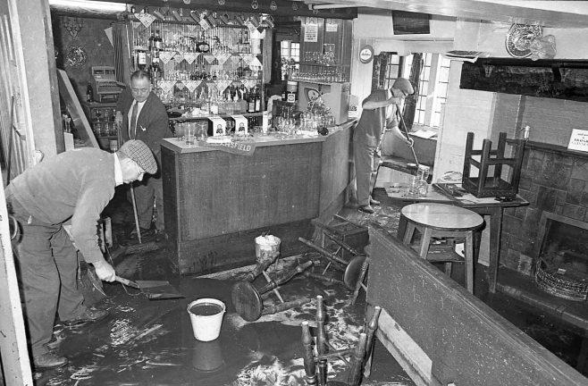 Mansfield Flood in a Pub! | Chad 27825 - 12