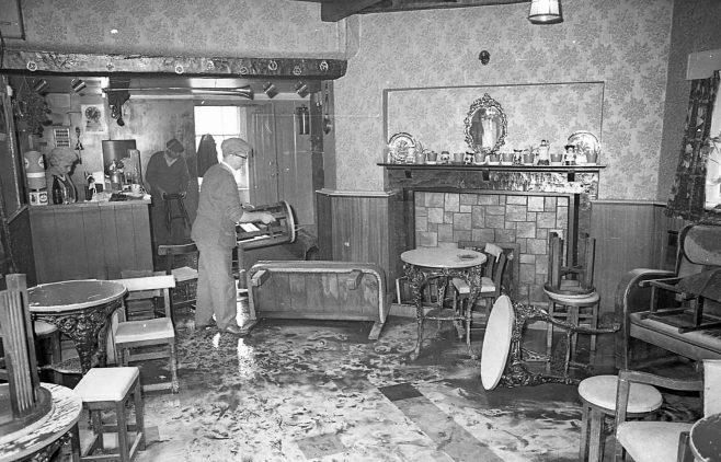 Mansfield Flood in a Pub! | Chad 27826 - 14