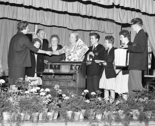 Presentation to Miss Weddle 1963 | Chad 3222