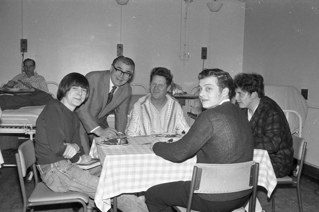 Harry visiting one of the male wards -1970 | Chad 35948-30