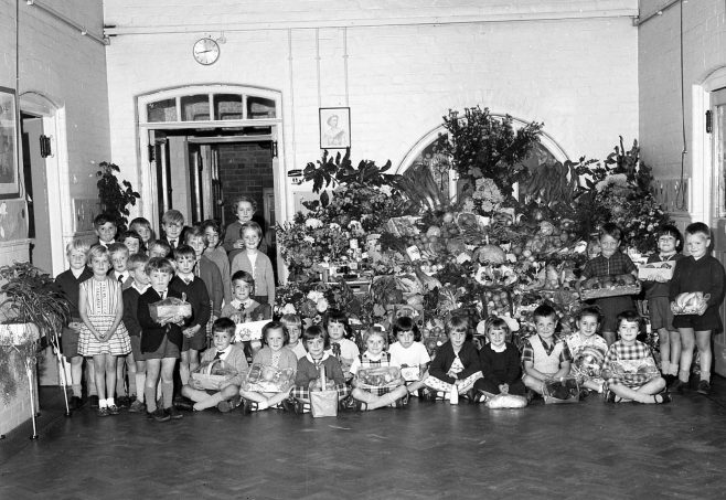 No 6 Broomhill School Harvest Festival 1963 | CHAD 3994