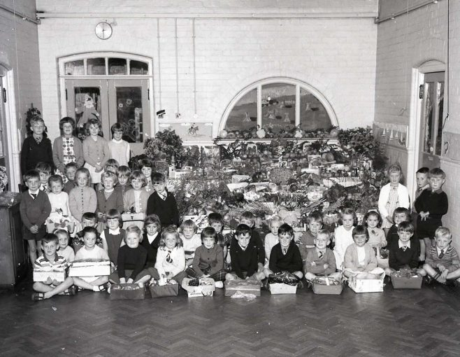 No 10 Broomhill School Harvest Festival 1964 | CHAD 8597