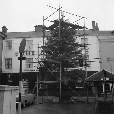 Chritmas tree in the Market Place 1964 | CHAD 9321