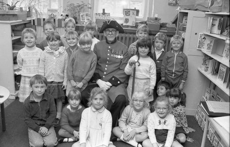 Chelsea Pensioner Visits Forest Town School