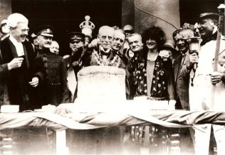 The Mayor cutting the gigantic pie in 1927