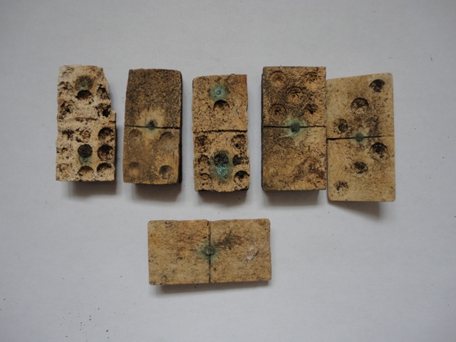Dominoes, a game played by soldiers | R & I Machin