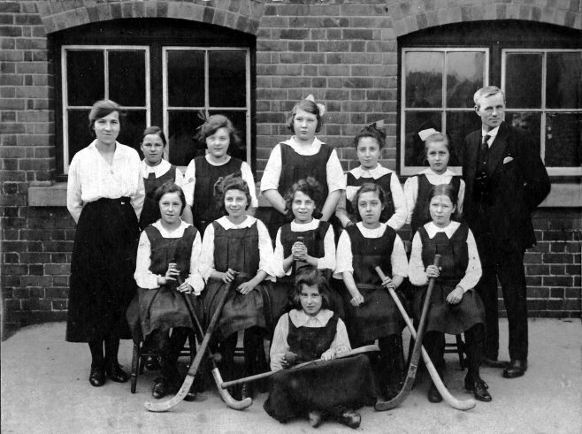Back row: Lillian      Glossop, Mabel Wilkinson, Phyllis Smith, Edna Cupitt, Elsie Burton, Edna Ambler, Mr Rudge.  Middle Row: Bular Smith, Millicent Stanley, Cinnie Haslam, Alice Cook, Lillian Moss.  Front row ? Day | Private Collection