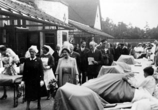 HRH Queen Elizabeth visiting the hospital July 1950   HWCollection