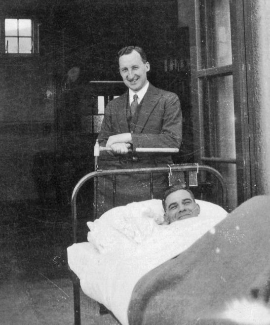 No 10 Consultant Mr Malkin with patient