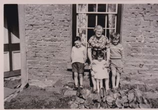 Dorothy Agnes Cox with three of her grandchildren David Cox, Lesley Cox and Glenn Sutcliffe, Blackgate Yard 1961. | Glenn Sutcliffe