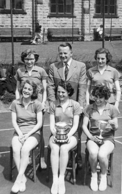 7 - Teacher Frank Gibbs, front row Jean Robinson - ? - Jean Booth