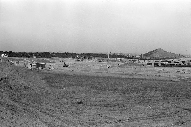The building of the Oak Tree Lane Estate 1977 | Mansfield Chad