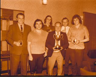 Squinting Cat Darts Team 1974 | Mansfield Chad
